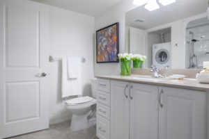 Delmanor Northtown - Bathroom